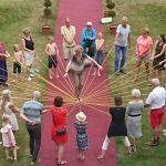 Auf einer Familienfeier um einen 70-Jährigen