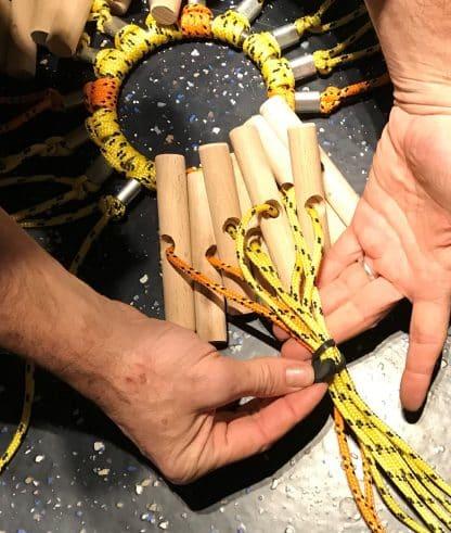 Elastiek rondom touwen van zonnestralenspel met ring
