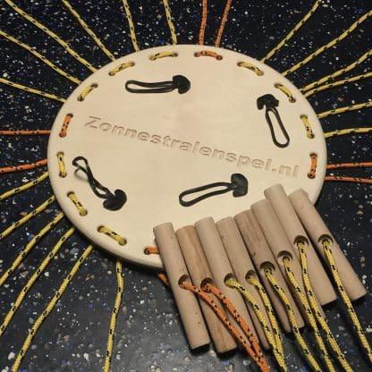 Zonnestralenspel met houten platform, touwen en 1 set handvatten los